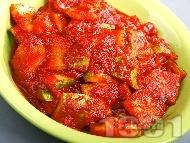 Рецепта Тиквички с пасирани чушки и доматен сос